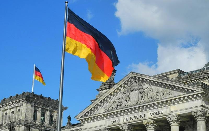 Le scuole e le aziende tedesche saranno chiuse a partire da mercoledì