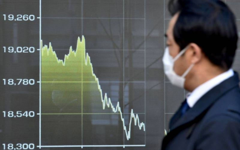 Asian stock exchanges down due to pandemic and Trump